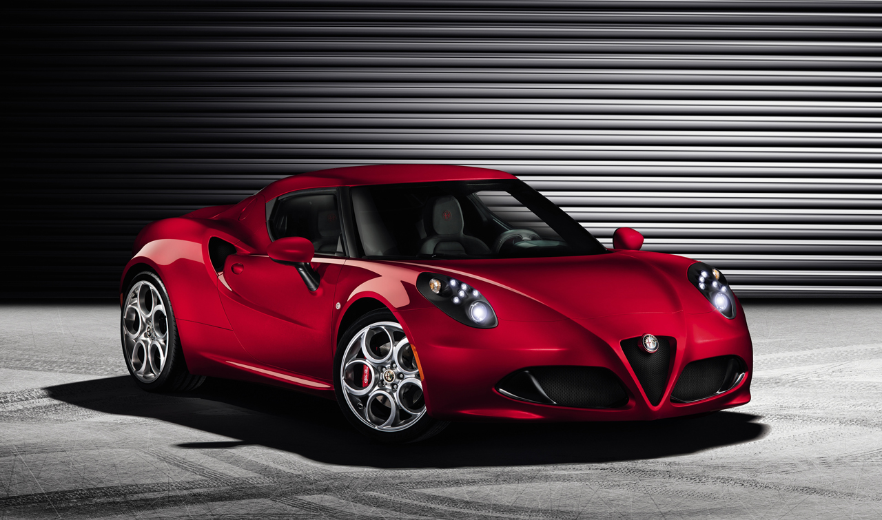Alfa Romeo 4C appears uncovered before Geneva debut