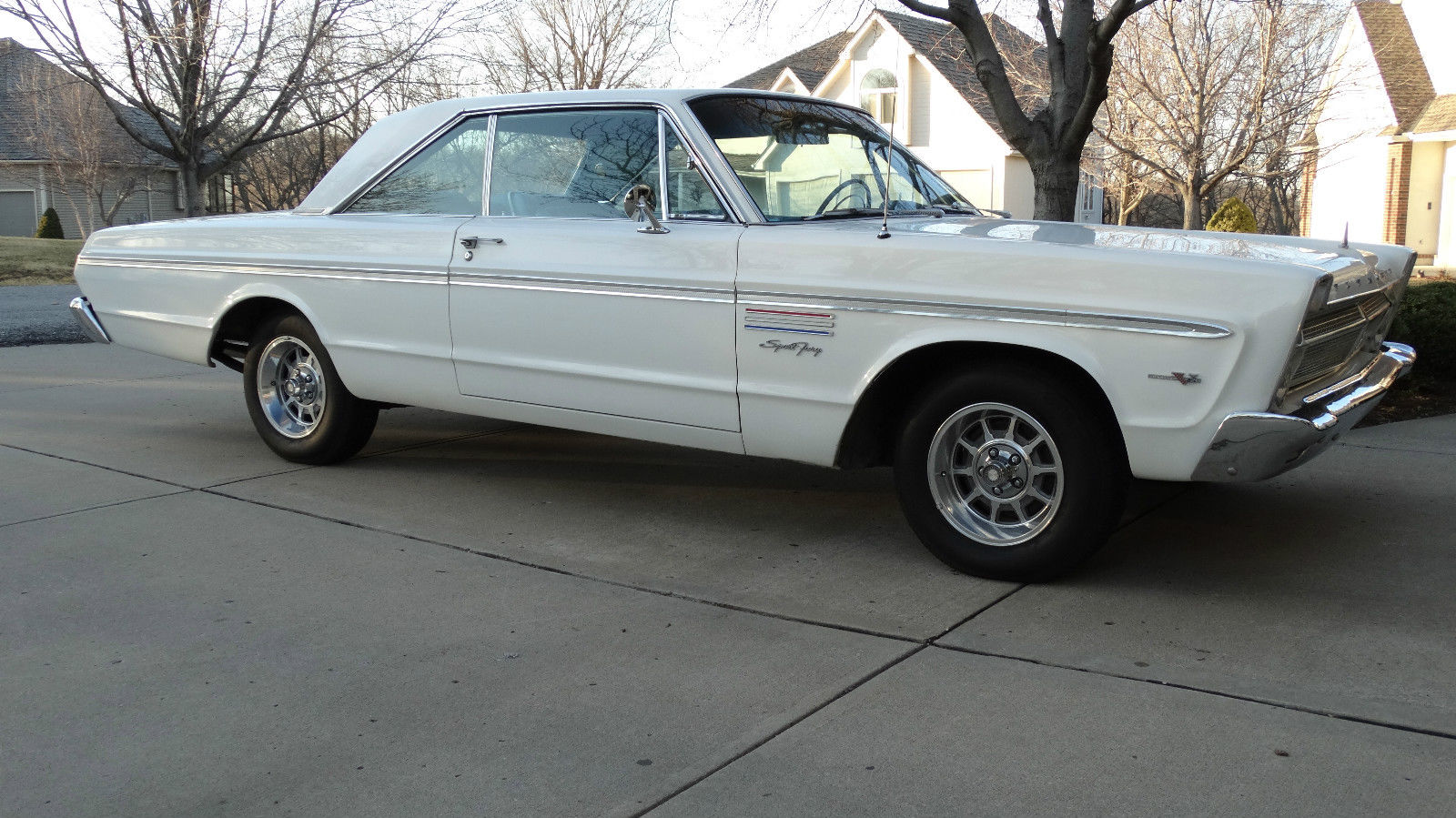 4-speed 426: 1965 Plymouth Sport Fury